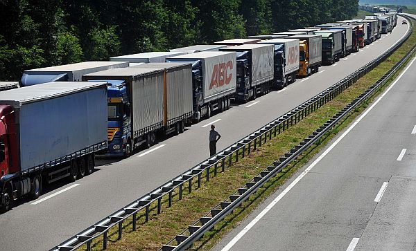 Trucks wait on July 3, 2013, forming a more than 8 kms long line, near the Batrovci border crossing between Serbia and Croatia,. Trucks were backed up for 15-kilometres (nine-miles) at Serbia's border with Croatia on July 2 as Croatian customs officers struggled with technical problems linked to the country joining the EU on July 1. Some 1,200 drivers from Balkan countries and beyond were stuck at the Batrovci border crossing, waiting for the Croatian customs system to be successfully synchronized with the European Union network.  AFP PHOTO / ANDREJ ISAKOVIC