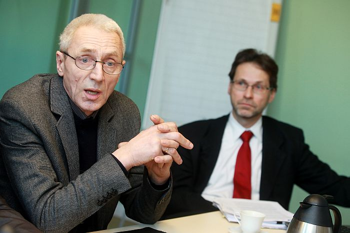 """Biedrības """"Zemnieku saeima"""" valdes priekšsēdētāja vietnieks, saimniecības """"Mežacīruļi"""" līdzīpašnieks Juris Cīrulis (no kreisās) un investīciju kompānijas """"NCH Riga"""" vadītājs Kārlis Cerbulis."""