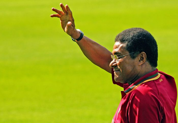 (FILES) — A file picture taken on June 18, 2006 shows Football legend and former Portugal's national team player Eusebio da Silva Ferreira, more commonly known as Eusebio, waving to the crowd during Portugal's team training session at the Heidewald Stadium in Gutersloh. Eusebio died at age 71 on January 5, 2014. AFP PHOTO/ NICOLAS ASFOURI
