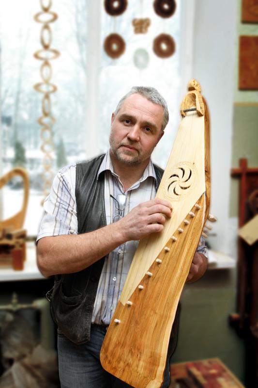 Viktors Černoglazovs, kokļu meistars, Druvienas pamatskolas darbmācības skolotājs.