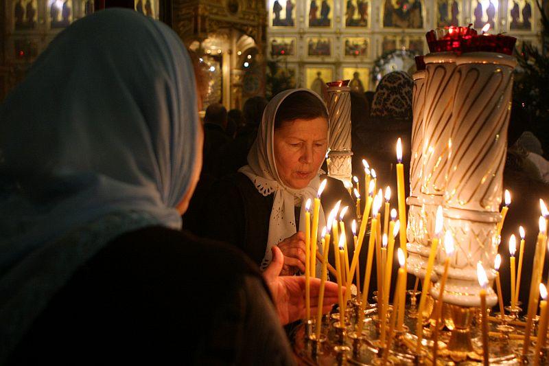 Rīgas Kristus Piedzimšanas katedrālē notiek pareizticīgo Ziemassvētku dievkalpojums.