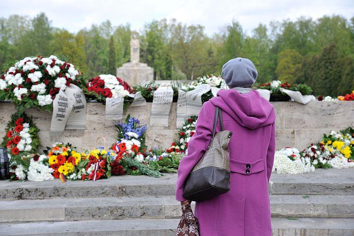 Nacisma sagrāves un II Pasaules kara beigu atceres diena. Rīgas Brāļu kapi.  08/05/2014 foto: Timurs Subhankulovs/Latvijas Avīze
