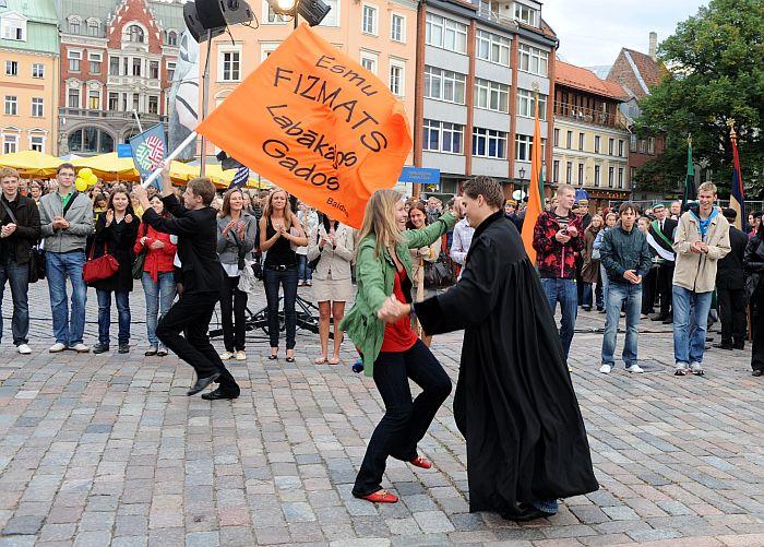 Latvijas Universitātes studenti piedalās Aristoteļa svētkos Doma laukumā.