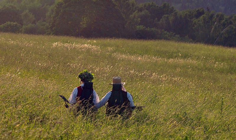Lauku ainava Līgo vakarā pie Cēsīm.