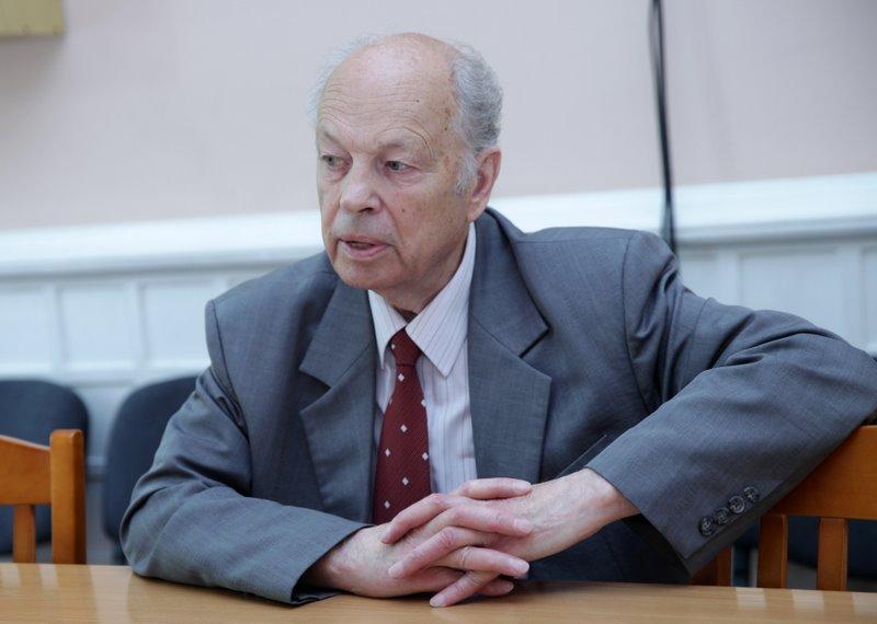 Latvijas Sociālistiskās partijas priekšsēdētājs, bijušais Eiropas Parlamenta deputāts Alfrēds Rubiks.