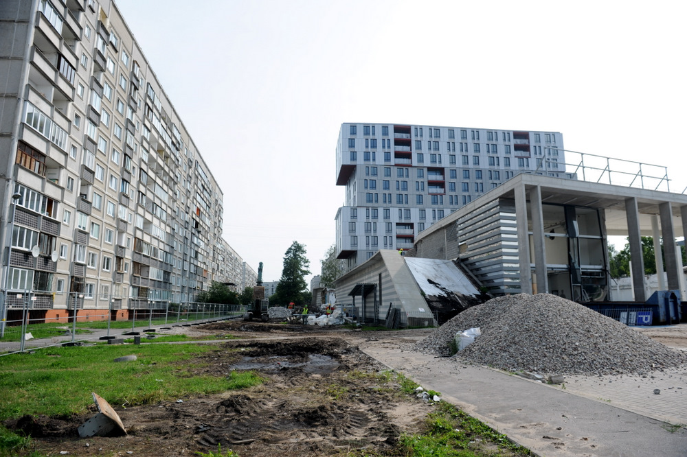 """Sākti sagatavošanas darbi Zolitūdes traģēdijā sabrukušā veikala """"Maxima"""" atlikušās ēkas virszemes daļas demontāžai."""