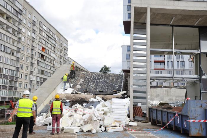"""Zolitūdē sagruva """"Maxima' veikals. Traģēdijā dzīvību zaudēja 54 cilvēki."""