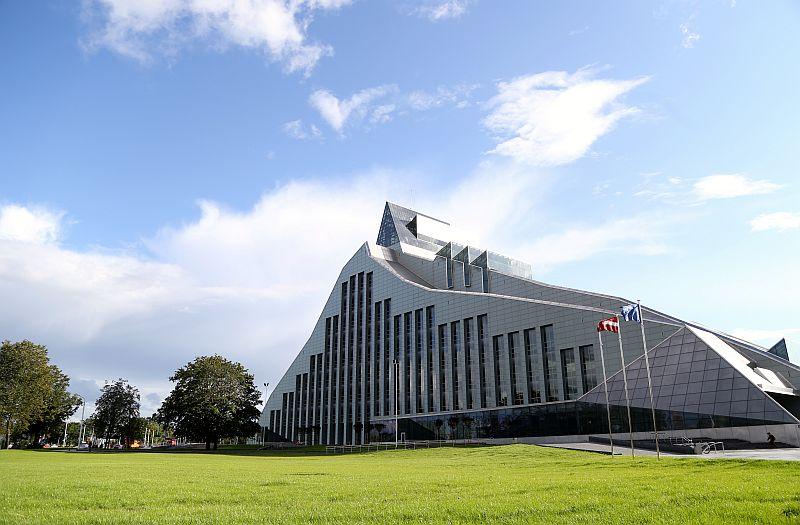 """Latvijas Nacionālās bibliotēkas ēka """"Gaismas pils""""."""