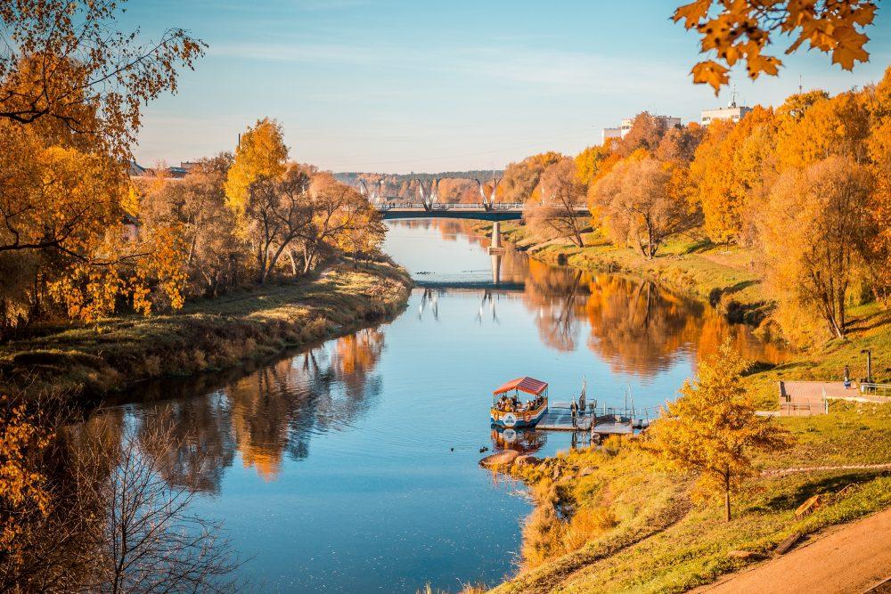 Sestdien, 11.oktobrī, vairāk nekā 300 viesu no Rīgas apmeklēs Valmieru, izbaudot zelta rudens burvību, iepazīstot pilsētas kņadu Simjūda gadatirgus laikā, izzinot Valmieras krāšņākās vietas, ar ko lepojas pilsētas iedzīvotāji, un noklausoties aizraujošākos stāstus par Valmieras vēsturi un mūsdienām. Izbaudi rudens krāsas arī citviet Latvijā!
