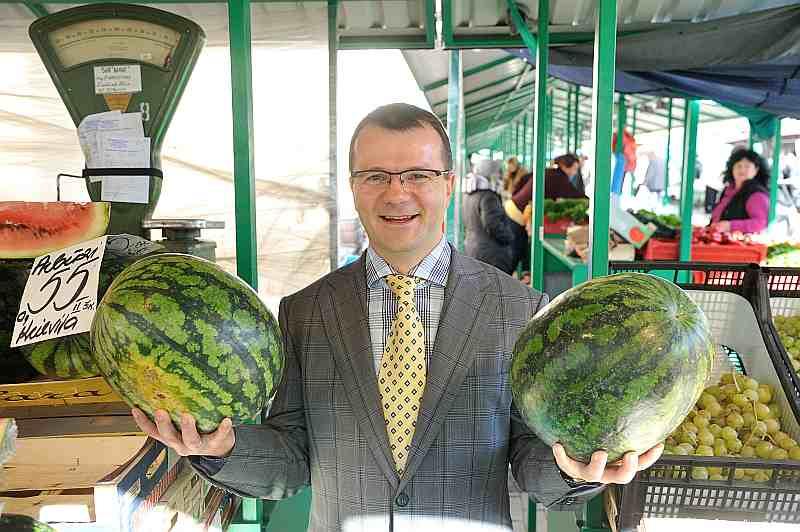 """Anatolijs Abramovs: """"Sākusies rudens sezona. Centrāltirgū pēdējos – Astrahaņas – arbūzus varēs pirkt vēl aptuveni mēnesi."""""""