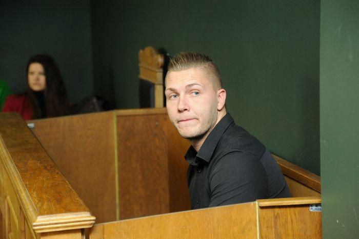 Tiesas sēde. Tiesa pasludina spriedumu krimināllietā, kurā par savas draudzenes nogalināšanu strīda laikā apsūdzēts Jānis Gaigals. Rīgas pilsētas Kurzemes rajona tiesa.