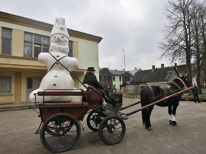 Fotokonkursa uzvarētāja Aivara Narvaiša iegūtais sniegavīrs.