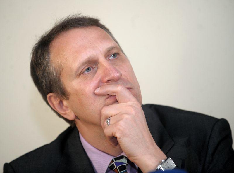 Latvijas Universitātes Komunikācijas studiju nodaļas pasniedzējs un kādreizējais LTV ģenerāldirektors Rolands Tjarve