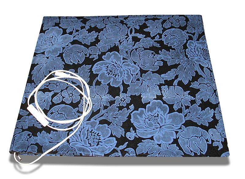 Apsildāms paklājs priekšnamā palīdz atbrīvoties no mitruma, uz tā labi var izžāvēt slapjus apavus.