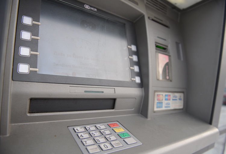 """Swedbank"" bankomāts."