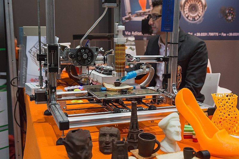 Trīsdimensiju drukātāji (3D printeri)