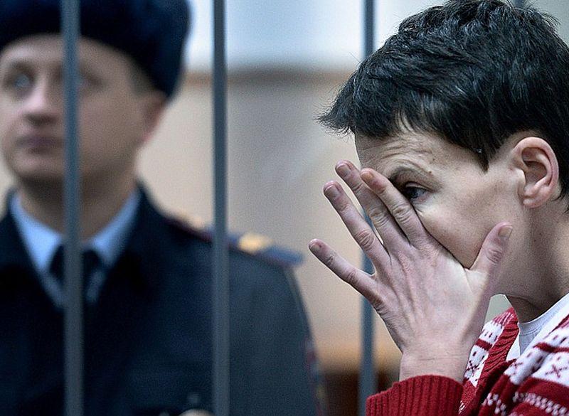 Maskavas atbalstīto kaujinieku nolaupītajai Ukrainas kara pilotei Nadeždai Savčenko Krievijas tiesa var piespriest 23 gadu cietumsodu.