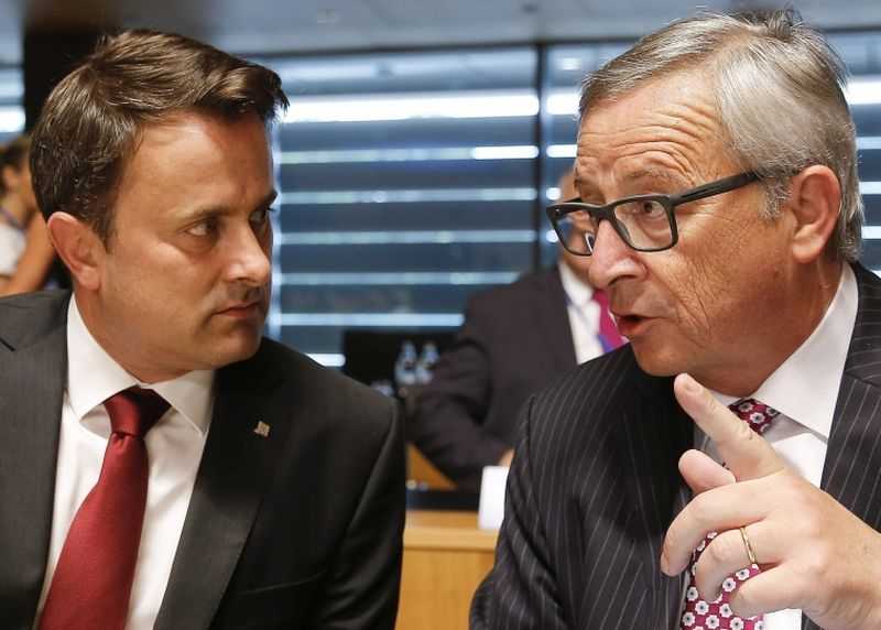 """Eiropas Komisijas priekšsēdētājs Žans Klods Junkers tiecas nogludināt neizdevīgos Berlīnes skarbos ieteikumus par strukturālo fondu līdzekļu apcirpšanu valstīm, kas noraida """"obligātās kvotas"""", lai Ksavjē Betelam, Luksemburgas premjerministram, ES prezidentūras misija nenonāktu strupceļā."""