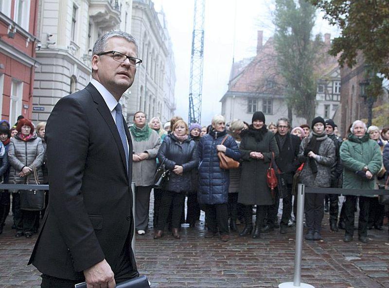 Veselības ministrs Guntis Belēvičs nozarei iepriekš prasījis papildus 160 miljonus eiro, bet saņēma vien 13 miljonus. Tomēr kā valdības pārstāvis atbalstīs 2016. gada budžetu.