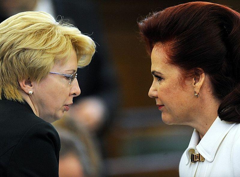 Solvita Āboltiņa (no labās) un Saeimas priekšsēdētāja, NA pārstāve Ināra Mūrniece.