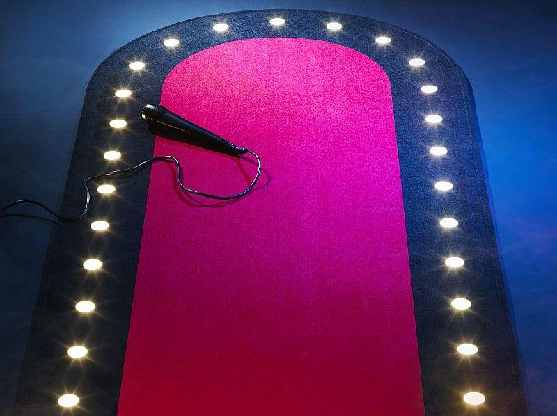 Ražotāji piedāvā paklājus ar tajos iestrādātām LED gaismām.