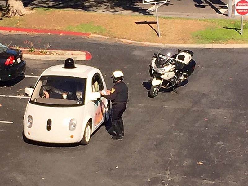 Traucējošais robots apturēts.