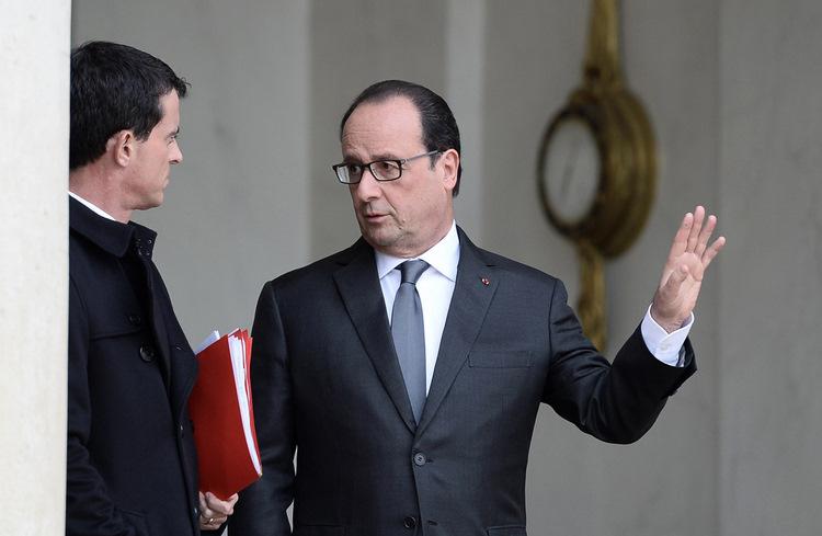 Manuels Valss (no kreisās) un Francijas prezidents Olands.