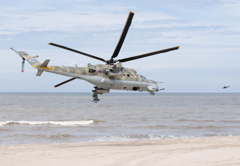 Helikopters Mi-24 mācību  sacensībās Kaļiņingradas apgabalā.