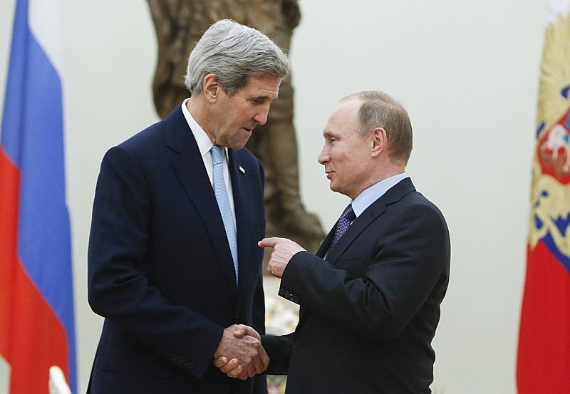 ASV valsts sekretārs Džons Kerijs (no kreisās) pagājušajā nedēļā vizītē Maskavā tikšanās laikā ar Krievijas prezidentu Vladimiru Putinu.
