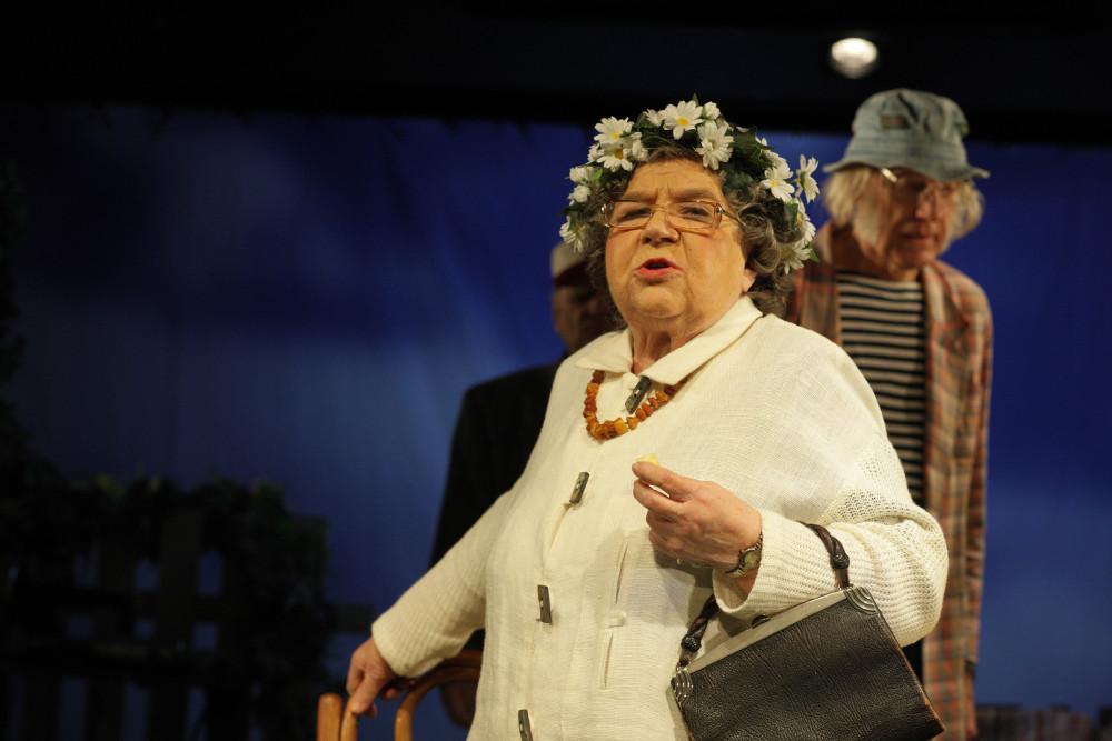 """Aktrise Venta Vecumniece izrādē """"Pirmā grēka līcis""""."""