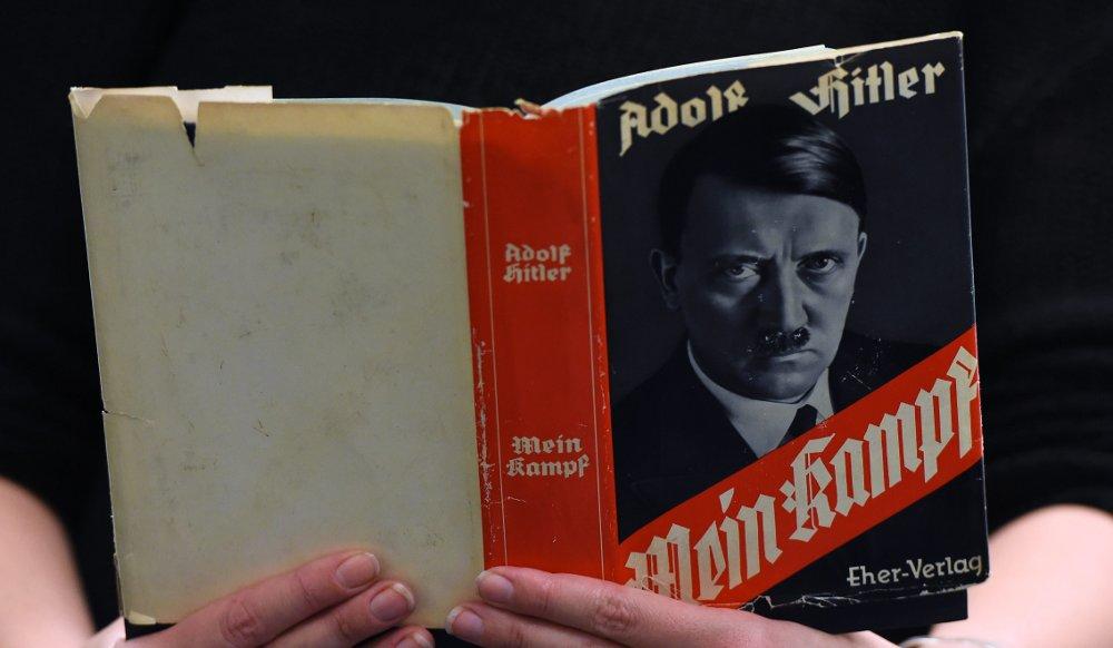 """Hitlera """"Mein Kampf"""". Ilustratīvs attēls"""