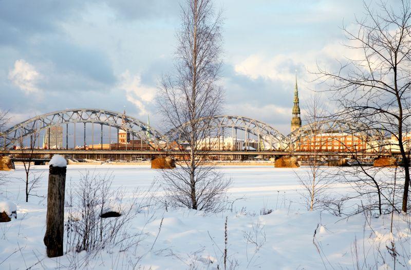 Dzelzceļa tilts ziemā