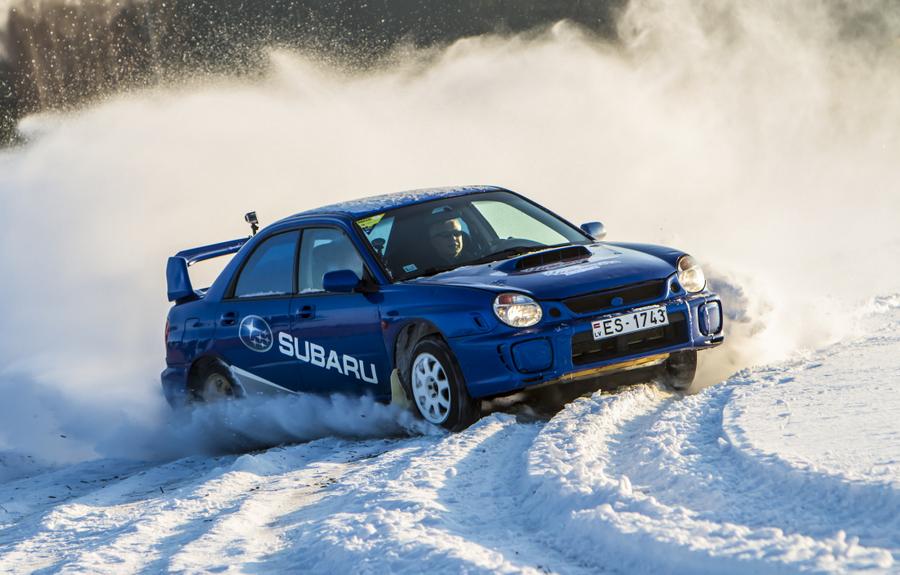 Uldis Sesks, Liepājas domes priekšsēdētājs: – Ziema ir laiks, kad tiek pārbaudītas jebkura autovadītāja iemaņas droši pārvietoties apgrūtinātos braukšanas apstākļos. Arī man tas joprojām ir izaicinājums un azarts izmēģināt sniegotos ceļus slavenajā Vecpils autotrasē. Turpinot rallija tradīcijas, Liepājā jau ceturto gadu tiek organizēts Eiropas Rallija čempionāts, kurā pieredzējuši rallija braucēji var pārbaudīt savu meistarību. Aicinu ikvienu pirmajā februāra nedēļas nogalē doties uz Liepāju un būt par liecinieku spraigām un interesantām sacensībām. (Arhīva foto no 2016. gada janvāra)