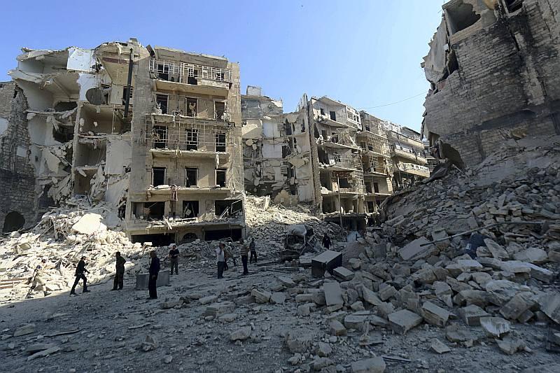 Alepo, Sīrijas otrā lielākā pilsēta, agrāk bija valsts tirdzniecības centrs, bet tagad sagrauta.