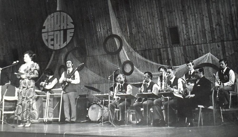 """Maija Tamme un estrādes orķestra """"Neptūns"""" dalībnieki 1971. gads."""