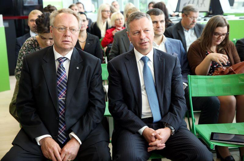 """SIA """"Latvijas Mobilais telefons"""" prezidents Juris Binde (no kreisās) un SIA """"Lattelecom"""" valdes priekšsēdētājs Juris Gulbis"""