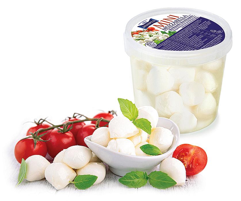 """AS""""Jaunpils pienotavas""""  produkts """"Mini Mozzarella"""". Gatavot šo maigo, pienīgo, svaigo sieru Jaunpils meistarus iemācīja itālieši. To ražo no Latvijas saimniecībās iegūta augstas kvalitātes govs piena ar augstu olbaltumvielu saturu, kam nav pievienoti hormoni vai antibiotikas."""
