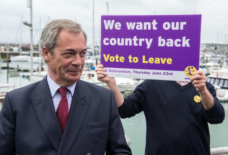 Apvienotās Karalistes Neatkarības partijas vadītājs Naidžels Feridžs aģitē par izstāšanos no ES