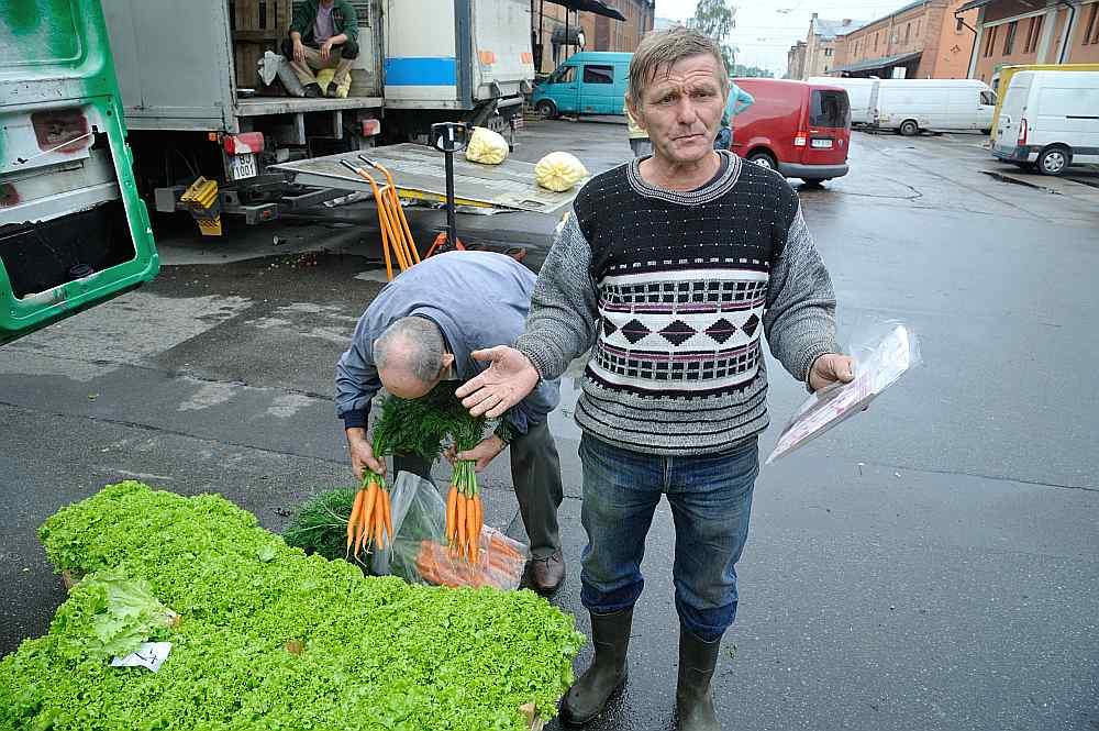 """Jelgavas novada saimniecības """"Tūjas"""" saimnieks Nikolajs Bevza ir neizpratnē: """"Es pats audzēju, pats novācu, un kāpēc man vēl pašam sev jāraksta pavadzīmes?"""""""