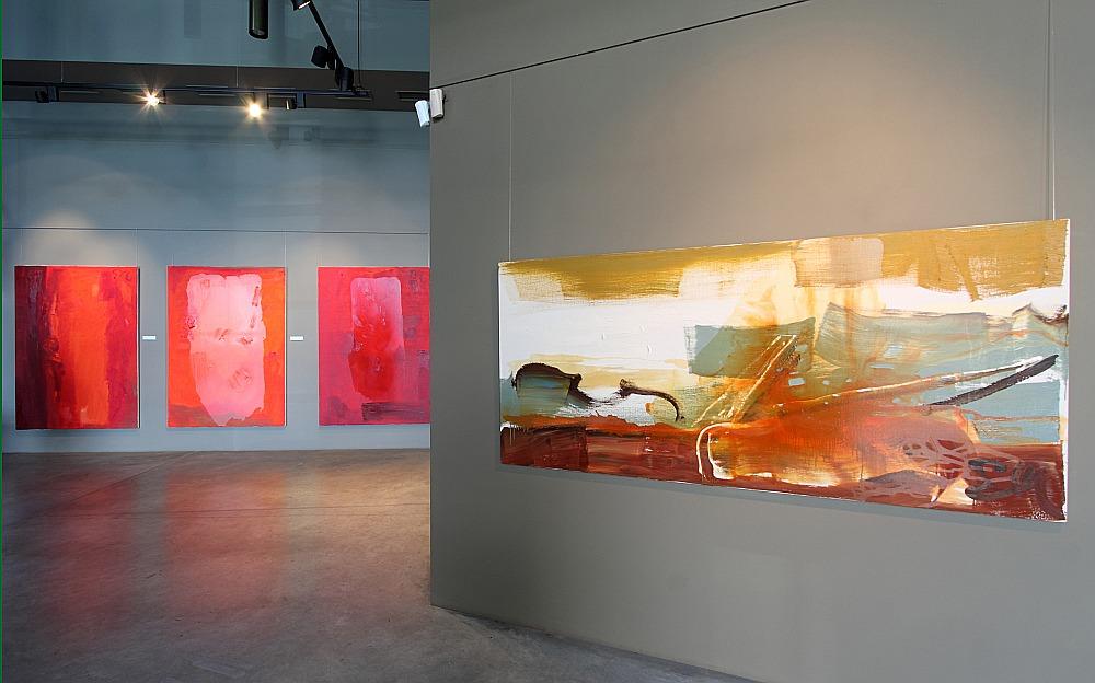 """Edvarda Grūbes un Intas Celmiņas kopizstādē """"Gleznas"""" – gaismēnu valdzinošās noskaņas."""