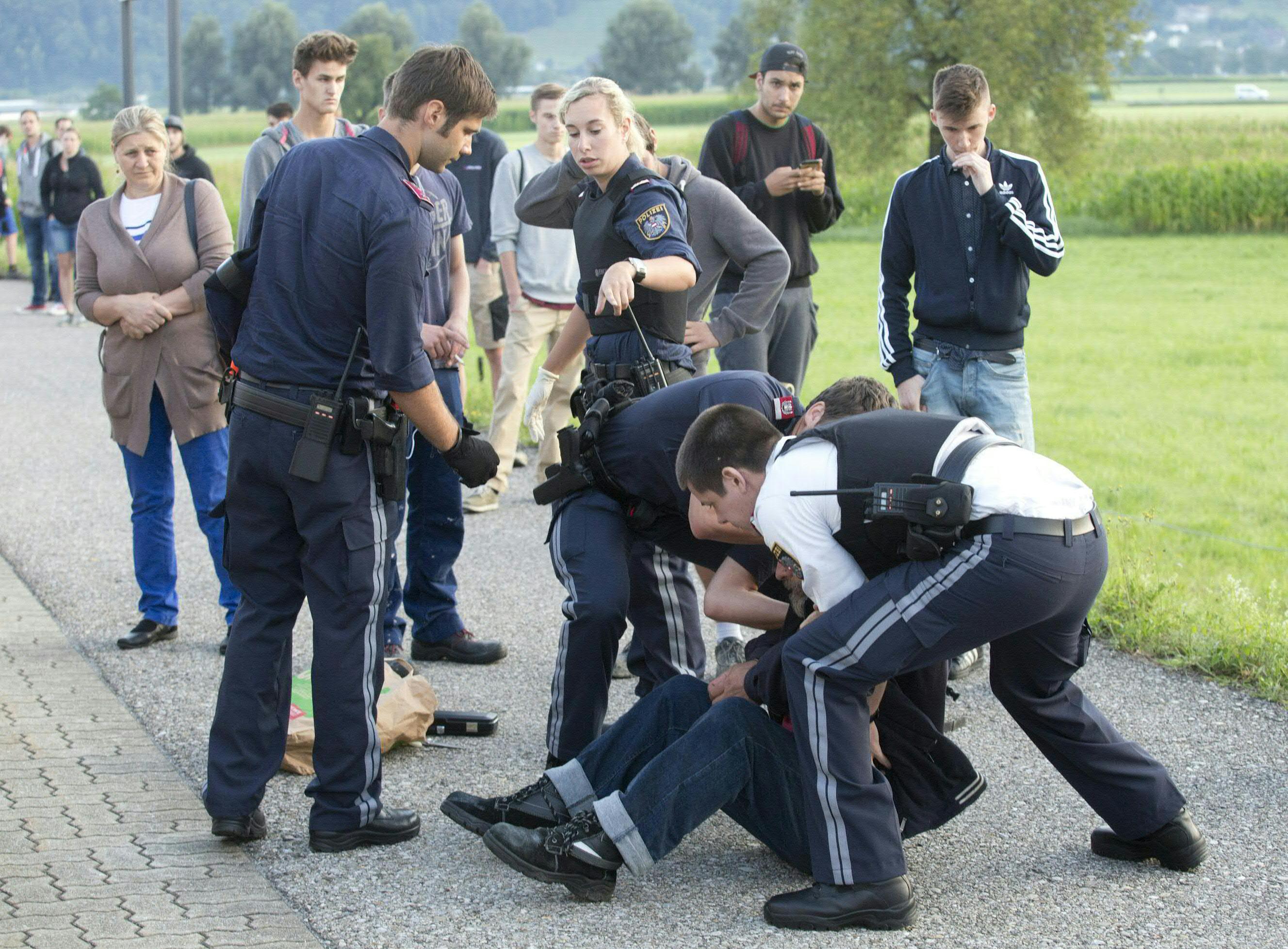 Austrijas policija arestējusi aizdomās turamo vīrieti.