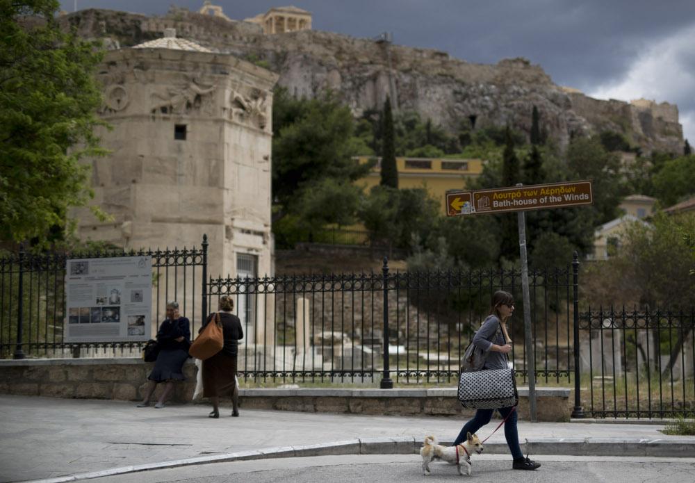 Vēju tornis (no kreisās) līdz šim vislabāk bija aplūkojams no Akropoles.
