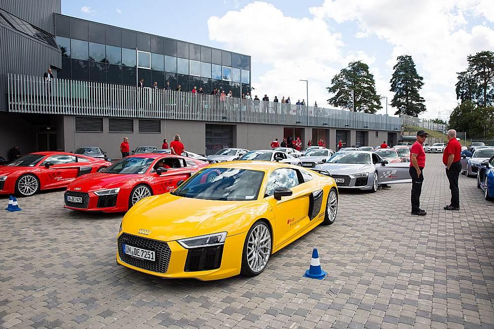 Prezentācija un iepazīšanās ar automobiļiem norisinājās nesen atjaunotajā Motormuzejā, kura apmeklējums arī bija iekļauts programmā.