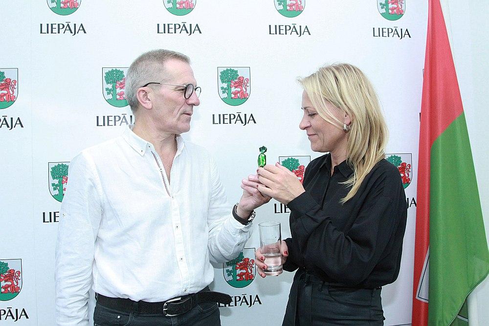 """Liepājas teātra direktors Herberts Laukšteins un aktrise Inese Kučinska sola: """"Jubilejas sezona būs interesanta."""""""