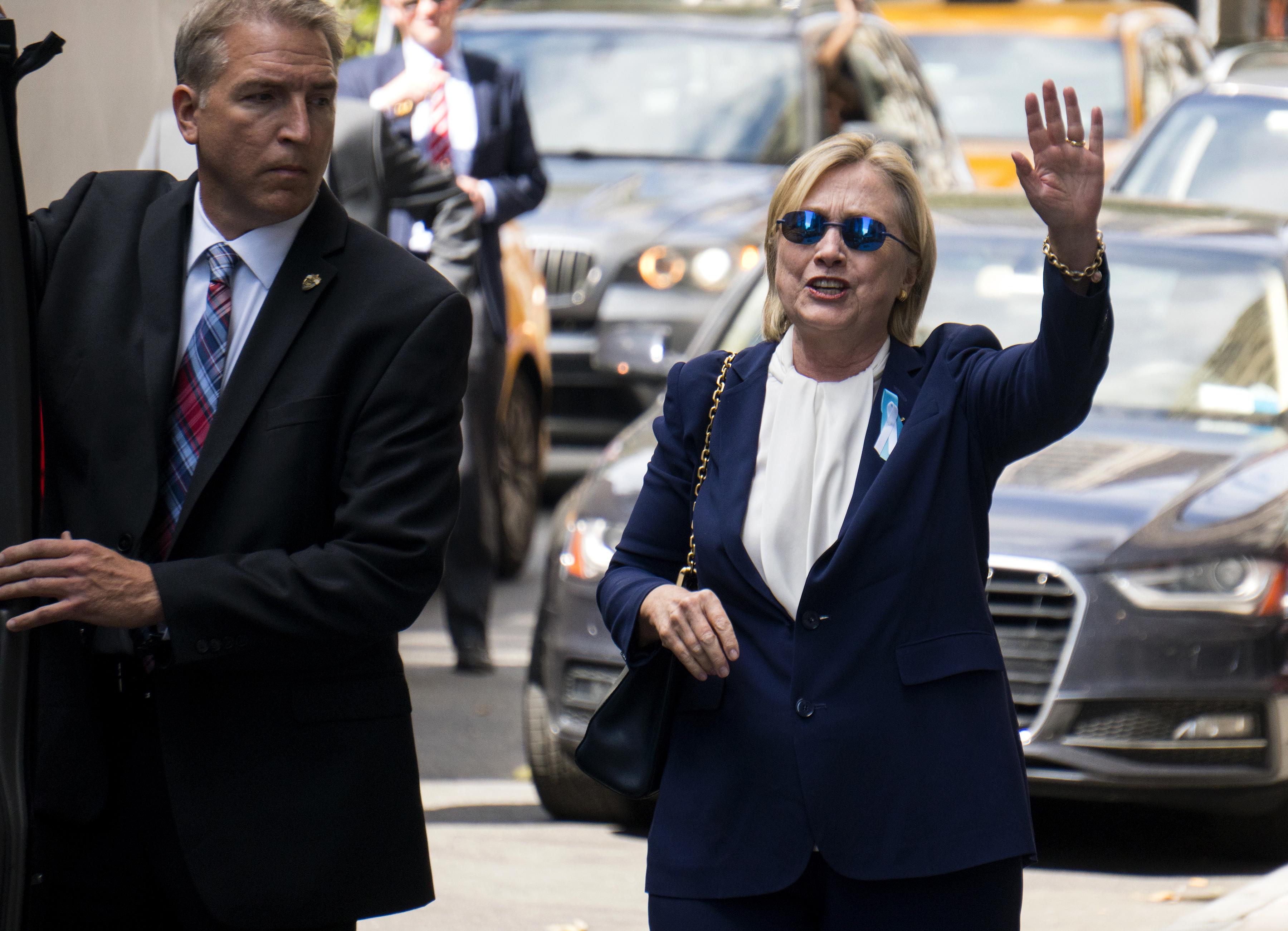 Hilarija Klintone pametot meitas dzīvokli, kur devās pēc vājuma brīža 11.septembra piemiņas pasākuma laikā Ņujorkā.
