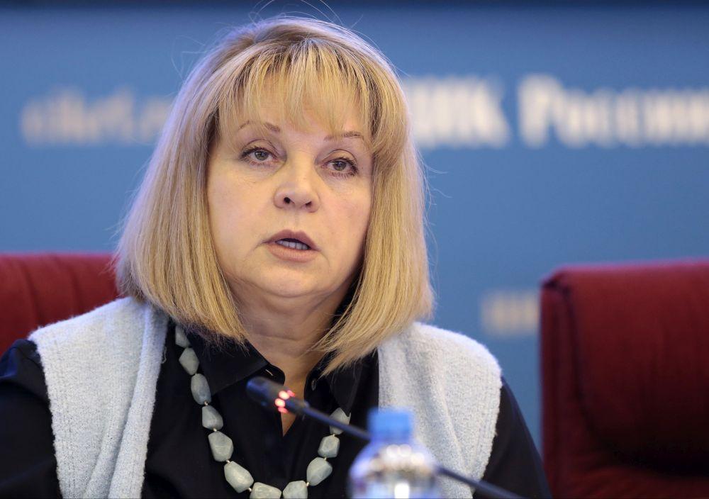 """""""Vienotajai Krievijai"""" Valsts domē būs konstitucionālais vairākums, apliecinājusi Centrālās vēlēšanu komisijas priekšsēdētāja Ella Pamfilova, """"ar milzu nožēlu"""" secinot, ka neviena no liberālās opozīcijas partijām nav pārvarējusi piecu procentu barjeru."""