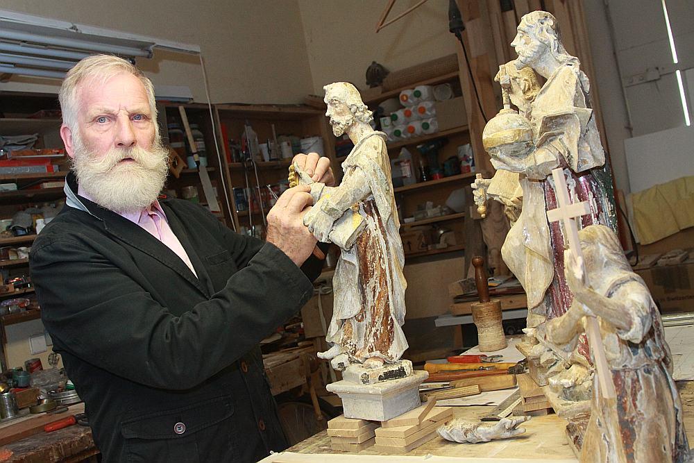 Pašlaik Vilnis Līdaka restaurē Zemītes baznīcas altāra tēlus.