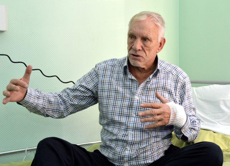 Uzņēmējs Jūlijs Krūmiņš  slimnīcas palātā sniedzis vairākas intervijas pēc KNAB aizturēšanas.