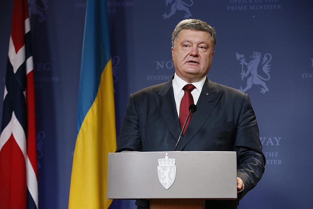 Ukrainas prezidents Petro Porošenko paziņojis, ka Ukraina vietējās vēlēšanas okupētajos valsts austrumos uzskata par Minskas līgumu pārkāpumu, jo to rīkošana nenotiek atbilstoši Ukrainas likumiem.