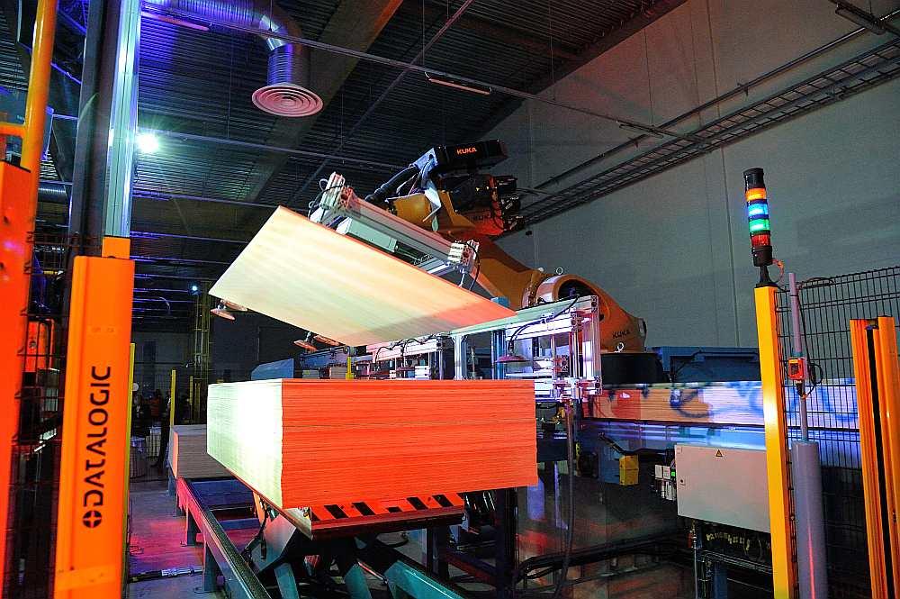 """""""Kohila Vineer"""" rūpnīcā Igaunijā uzstādītas pašas jaunākās, modernākās tehnoloģijas, kādu citur nav, tāpēc to vērtē kā modernāko saplākšņa ražotni pasaulē."""